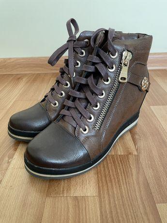 Продам женски ботинки