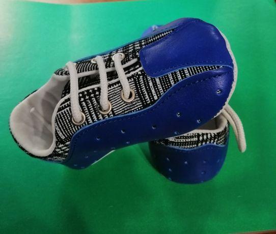 Продам новые детские кроссовочки.