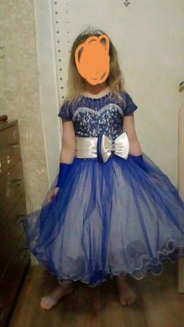 Платье с перчатками на выпускной