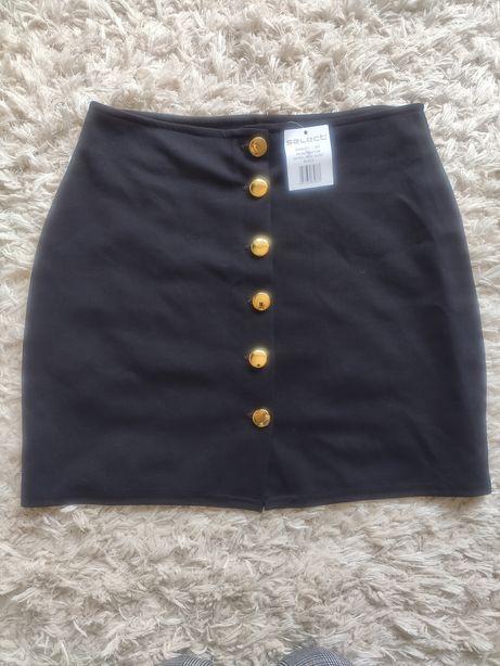 Czarna spódnica zapinana na guziki