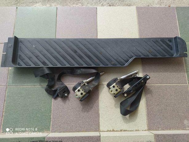 Продаю парог раздвижной двері и ремней безопасности на спринтер
