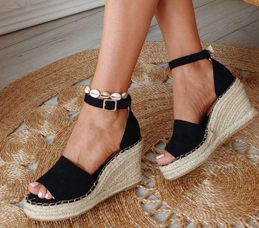 Czarne sandały koturny 38