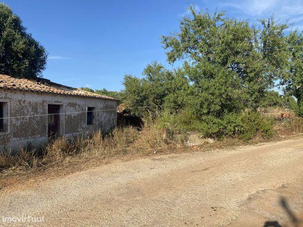 Terreno com 232m2  com casa para reconstruir