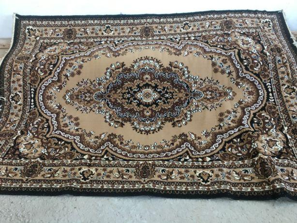 продается ковер коричневый в отличном состоянии 1,9 м на 2,7 м