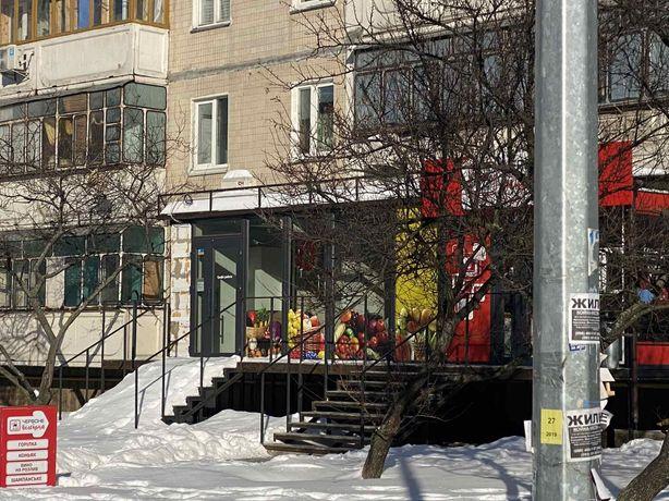 Аренда помещения.  Драгоманова 11. Фасад здания.  39 квадратных метров