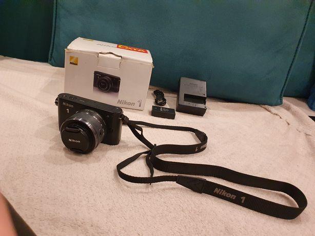 Aparat Nikon 1 J1 z obiektywem 10-30