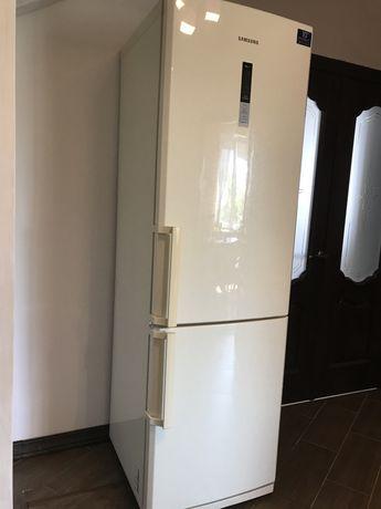 Холодильник Samsung RL4BRRCVB