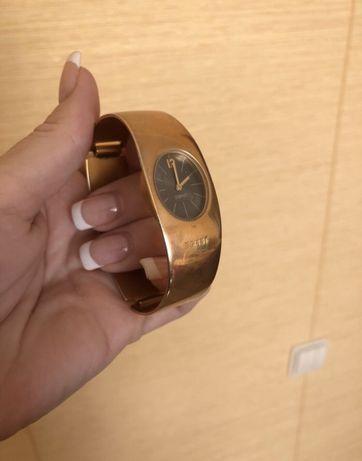 Esprit часы женские, модель браслетом, немецкой марки.