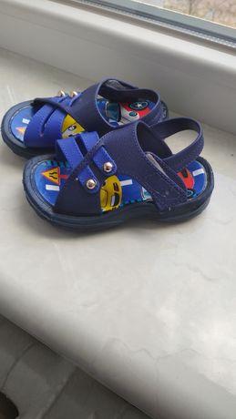Продам детские сандали, босоножки