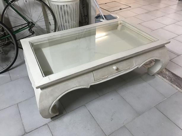 Mesa original com tampo em vidro