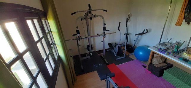 Musculação (aparelho de carga + banco musculação)