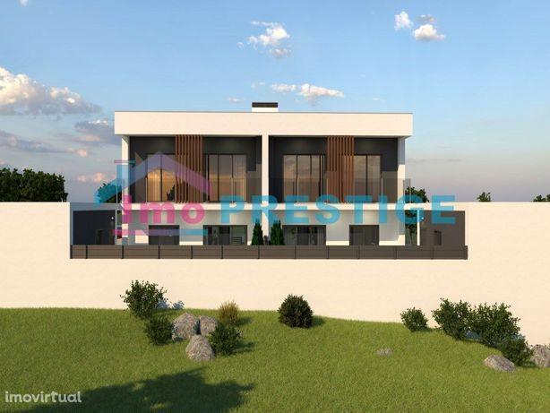 Moradia T4 Geminada - Arquitetura Moderna - Garagem - Amora