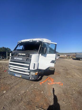 Scania 114 acidentada