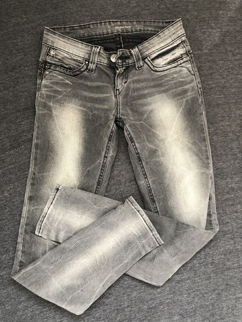 Jeansy Levis 25
