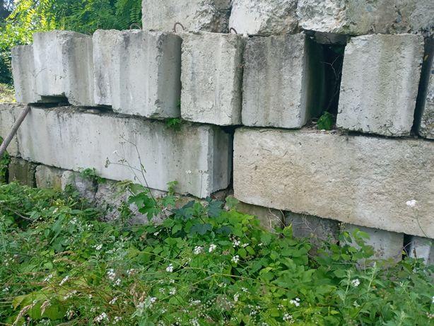 Продам бетонні, фундаментні блоки