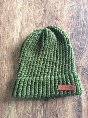 Ciepła czapka zielona ręcznie robiona z mieszanki wełny Merino handmad