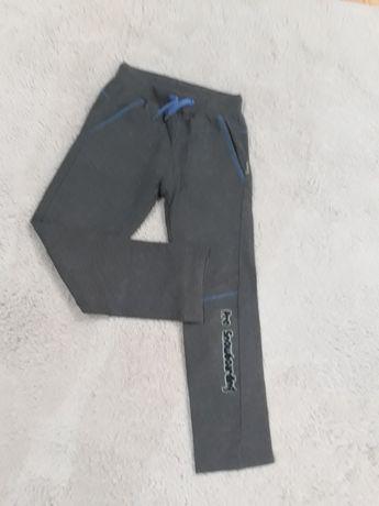 Spodnie dresowe 134/140cm