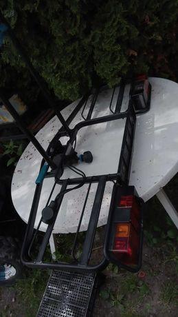 Bagażnik na hak do przewozu dwóch rowerów.
