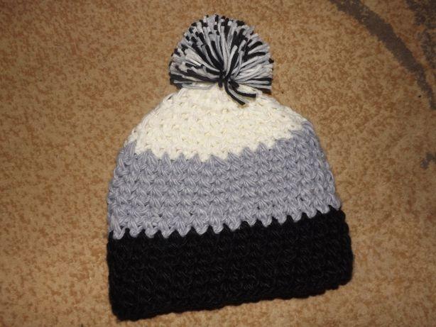 Ciepła kolorowa czapka z pomponem