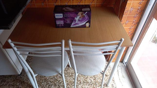 Mesa 4 cadeiras e ferro novo