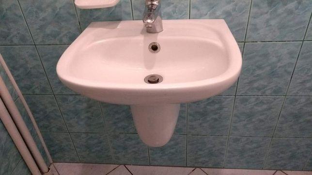 Umywalka łazienkowa z półstopą