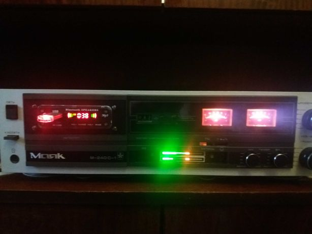 Магнитофон МАЯК-240  МП-3   индикаторы