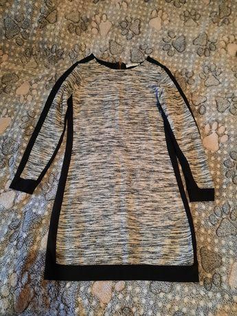 Тёплое черно-серое платье