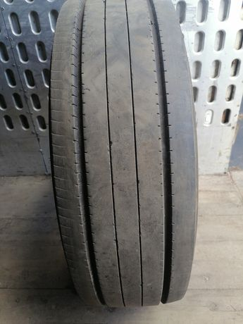 Продам грузовую шину бу 235/75R17,5 SAVA .