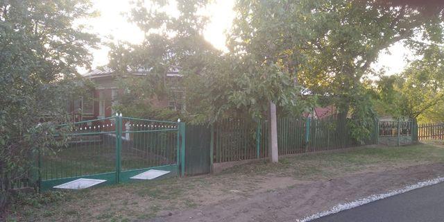 Продам два кирпичных дома в одном дворе