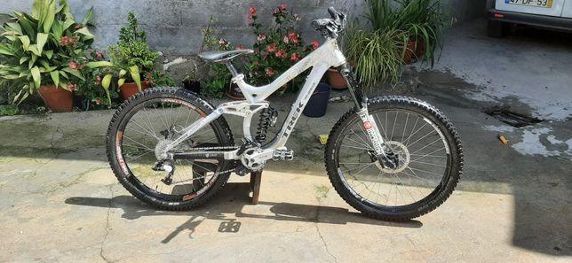 Bicicleta de downhil trek session 8.8