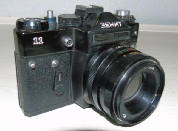 Фотоаппарат ЗЕНИТ 11 с объективом Гелиос 44М + ФОТОВСПЫШКА