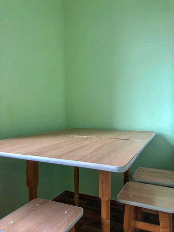 Кухонный стол в идеальном состоянии