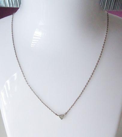 Delikatny łańcuszek celebrytka w kolorze srebrnym z cyrkonią