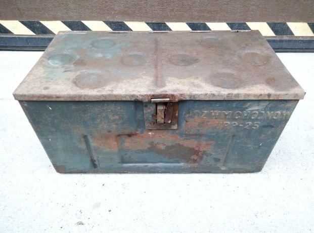 Metalowa skrzynka narzędziowa PRL OZWM CHOJNÓW UPP-25