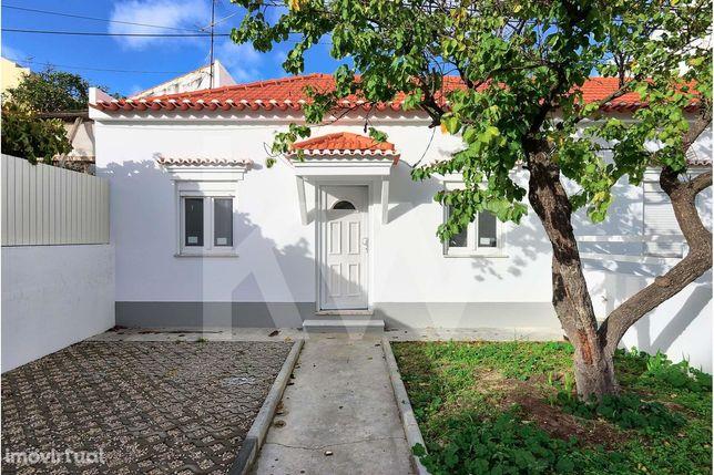 Moradia T2 para arrendar em Corroios - Rua casa do Povo