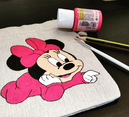 Trabalho em tecido feito à mão