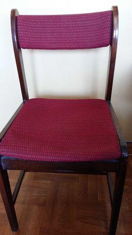 Krzesło drewniane tapicerowane,bordowe.