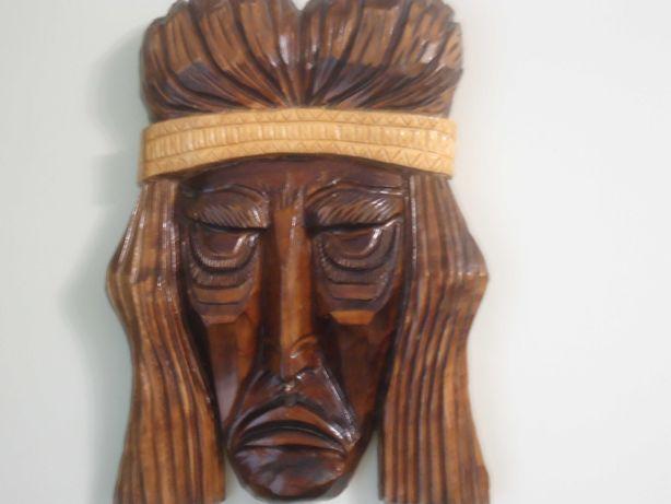 Маска индейца из дерева