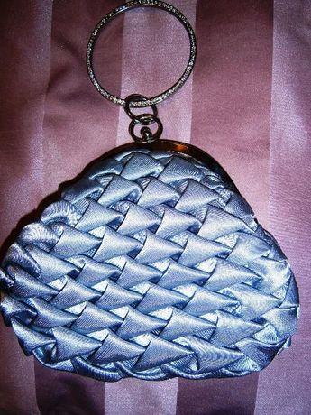 srebrna torebka z kółkiem