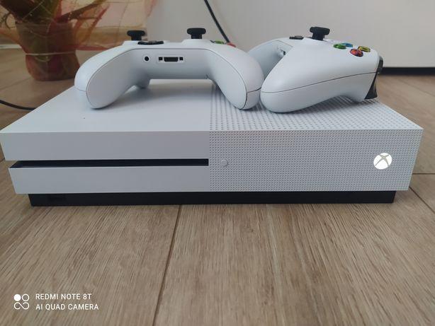 Xbox One S Stan Idealny 2 pady fifa 21