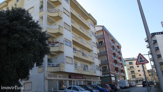Apartamento T3, com parqueamento, em Fátima