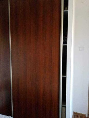 Drzwi do szafy wnękowej.