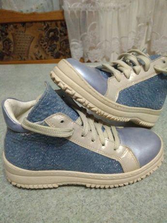 Кеди ,взуття на дівчину