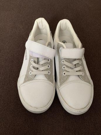 Продаю дитячі кросівки