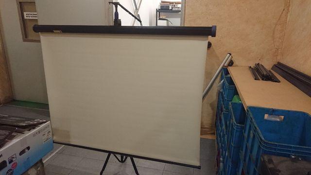 Manualny ekran projekcyjny 160x160