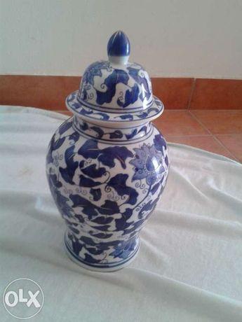 Pote de porcelana portuguesa