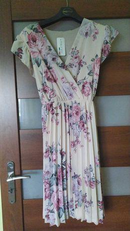 Sukienka plisowana w kwiaty