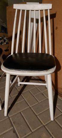 Krzesła białe stare