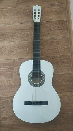 Продам гитару классическую Stagg C542 WH White