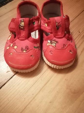 Взуття дитяче 18 розмір